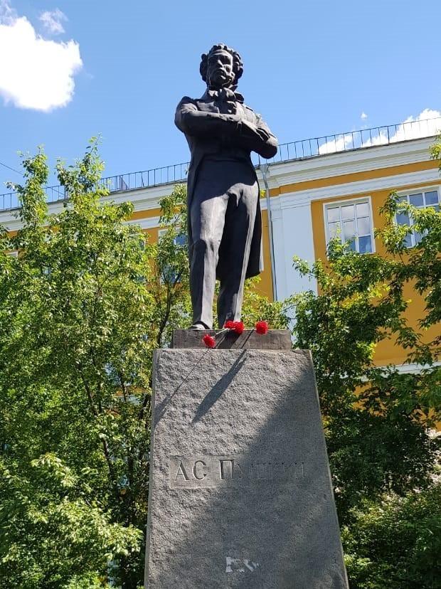 Пушкинский день России в Екатеринбурге – акция у забытого памятника 3
