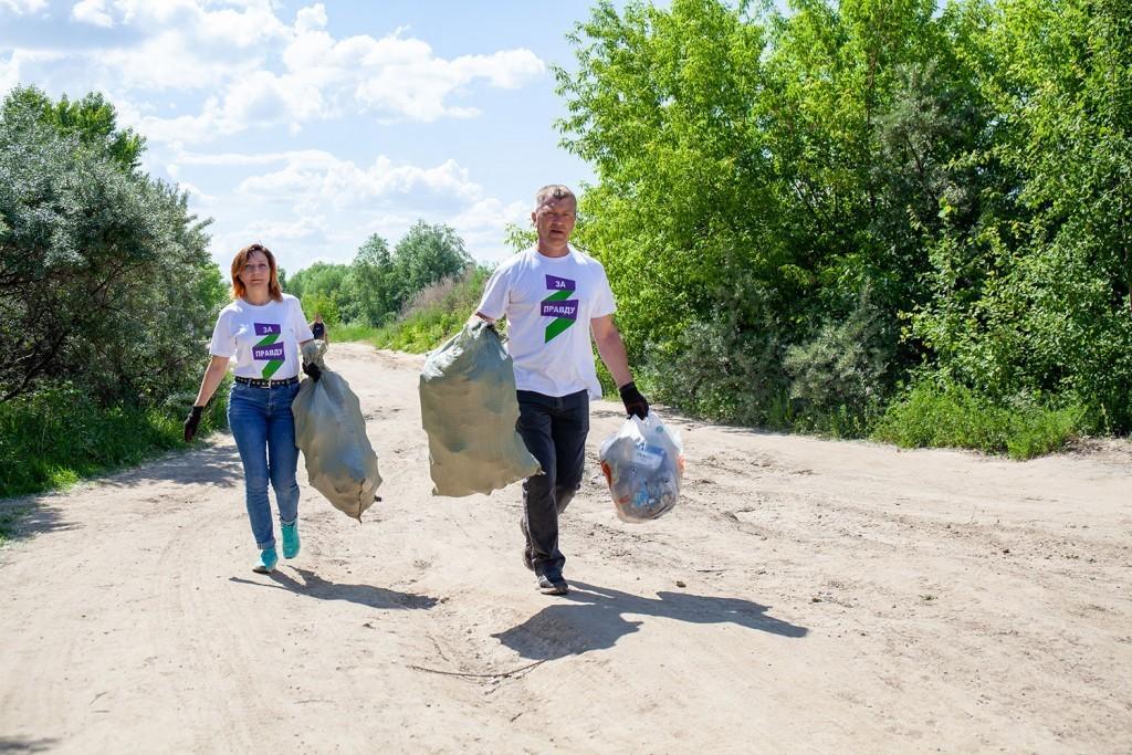 Активисты Движения Захара Прилепина провели субботник на берегу Оки 1