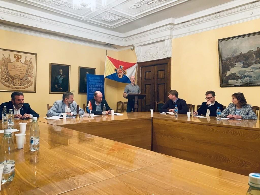 В Санкт-Петербурге обсудили вопросы патриотического воспитания 1