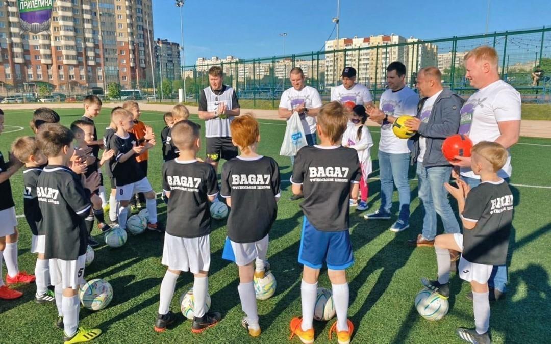 Гвардейцы Волхова поздравили маленьких футболистов