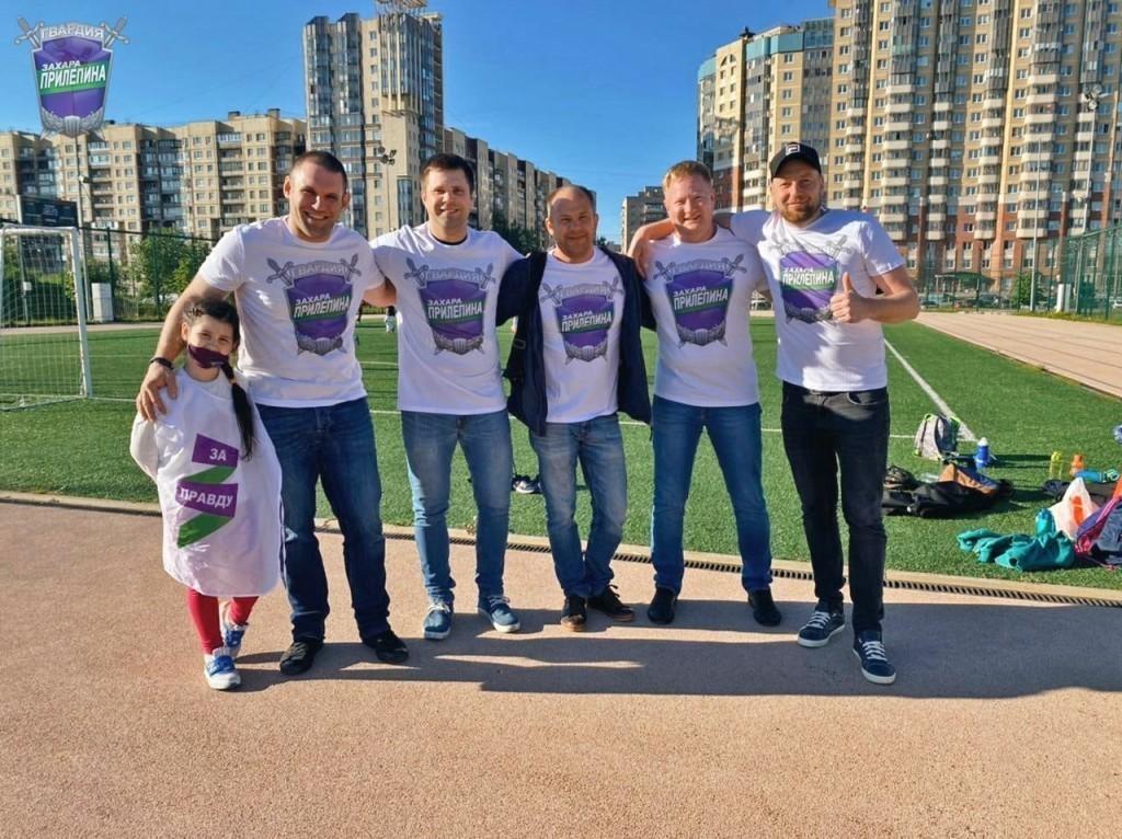 Гвардейцы Волхова поздравили маленьких футболистов 1