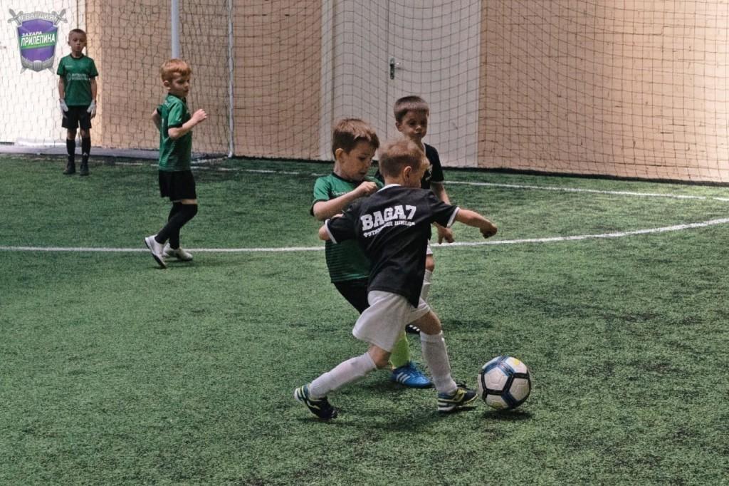 Гвардейцы Волхова поздравили маленьких футболистов 3
