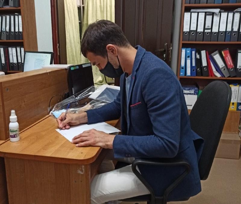 Артем Чеботарев сдал документы для регистрации в качестве кандидата в депутаты Государственной Думы