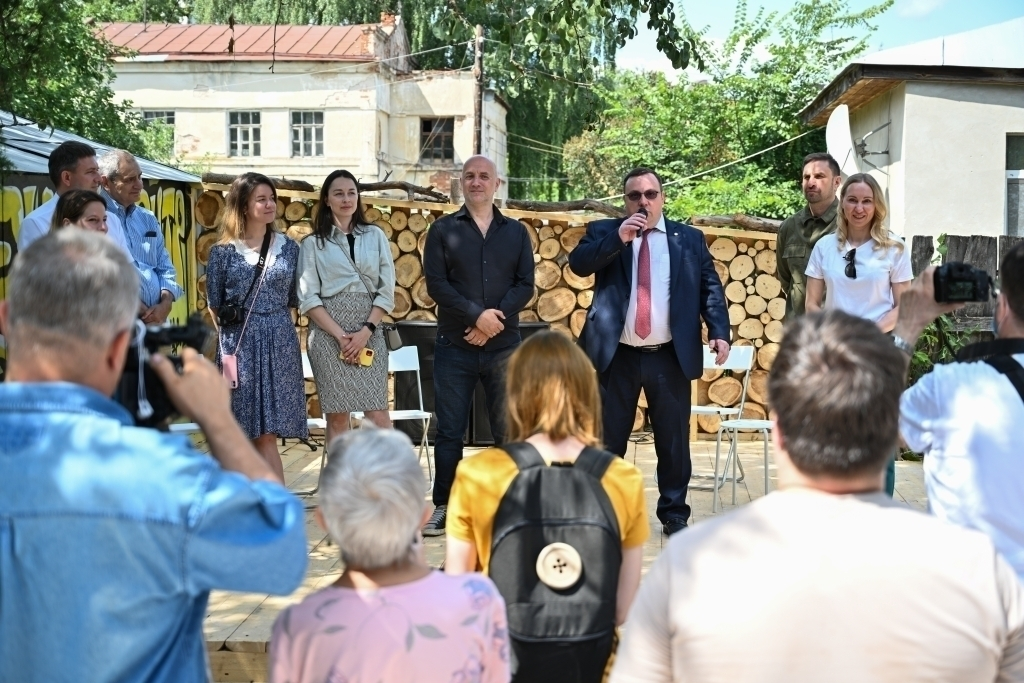 Захар Прилепин открыл арт-пространство Есенин Центра 5