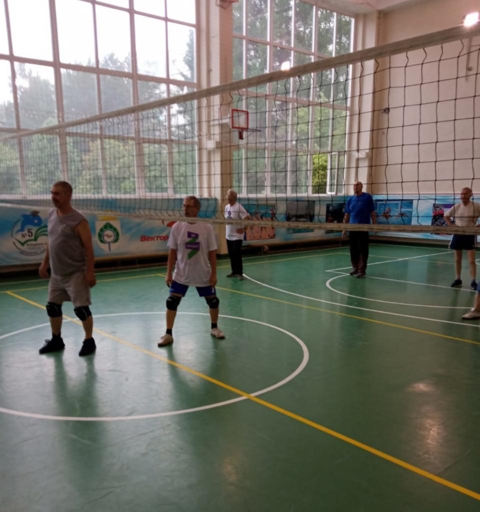 Движение Захара Прилепина провело тренировку по волейболу в Кольцово 2