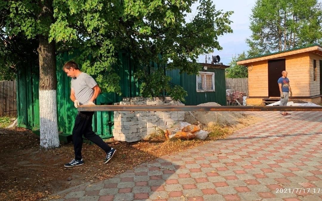 Активисты Нижегородского отделения Движения Захара Прилепина благоустроили территорию храма в Балахнинском районе