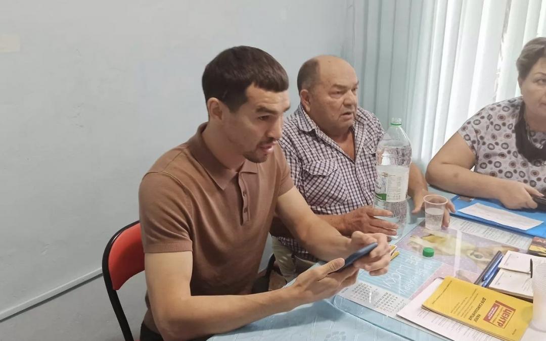 Артем Чеботарев встретился с партийным активом