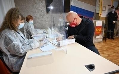 В первый день голосования Захар Прилепин проголосовал на избирательном участке в Нижегородской области