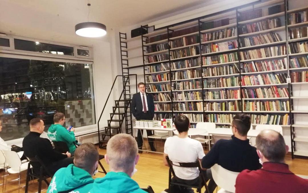 В библиотеке им. Ф.М. Достоевского активисты Гвардии  организовали встречу, где провели презентацию книг Захара Прилепина и обсудили вопрос популяризации его творчества